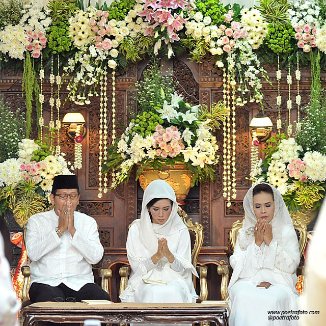 Beautiful wedding decoration on puteririfki ceremony flickr beautiful wedding decoration on puteririfki ceremony javanese muslim wedding junglespirit Choice Image