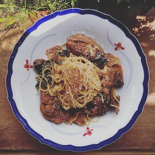 今天做…  #三杯雞義大利麵  !  使用天使頭髮細麵和傳統麵線有八分像XD  差異當然就是麵體的口感啦   #義大利麵 #pasta #spaghetti #AngelHair #AngelHairSpaghetti #天使髮細麵 #food
