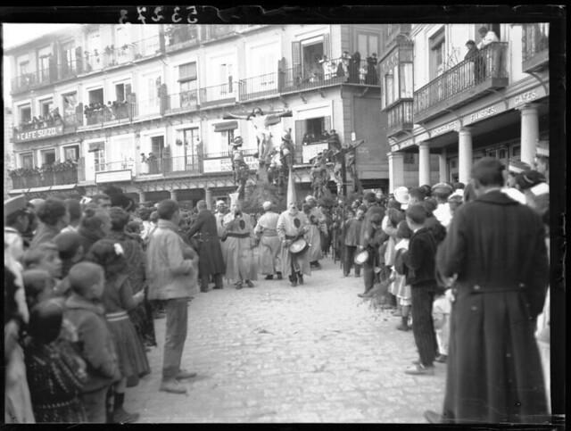 Procesión de jueves Santo a comienzos del siglo XX © MECD, Fototeca del IPCE, signatura VN-10439_P