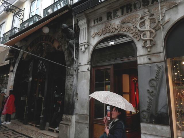 Con paraguas en Lisboa