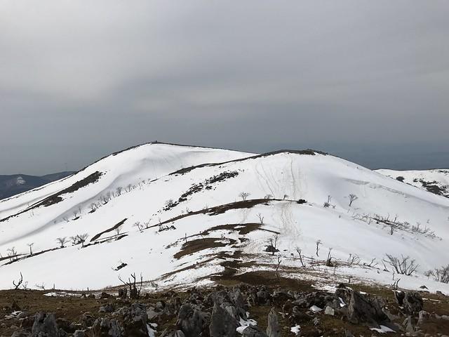 霊仙山 最高点より山頂