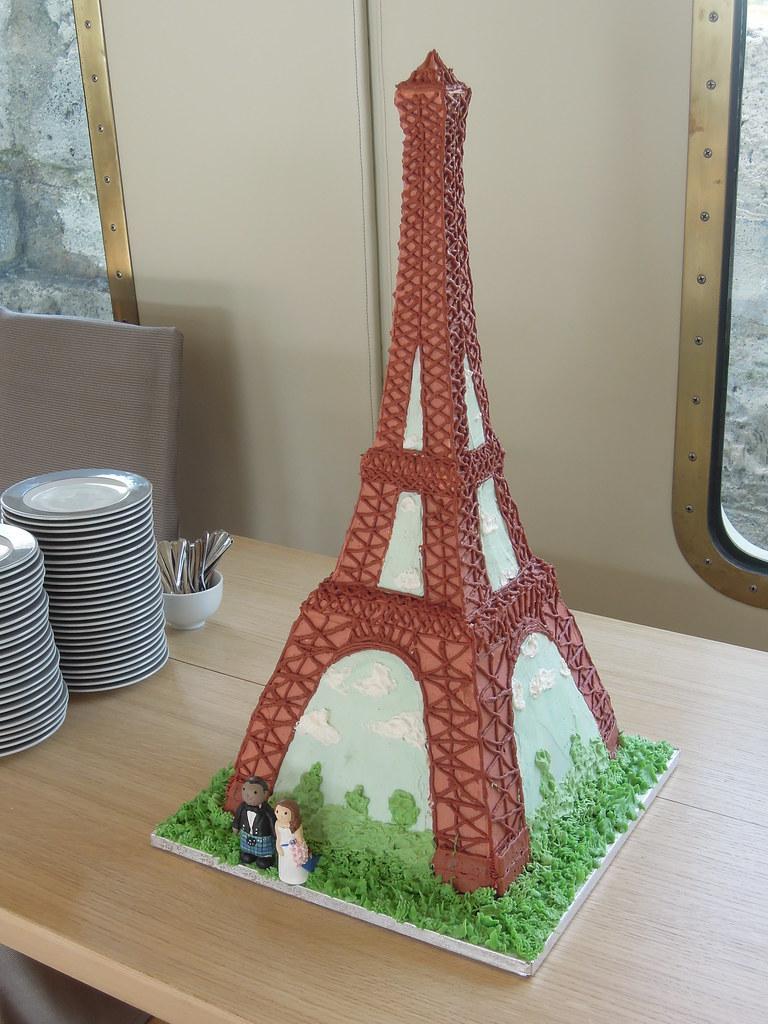 Eiffel Tower Wedding Cake | We made a 2 1/2 foot tall weddin… | Flickr