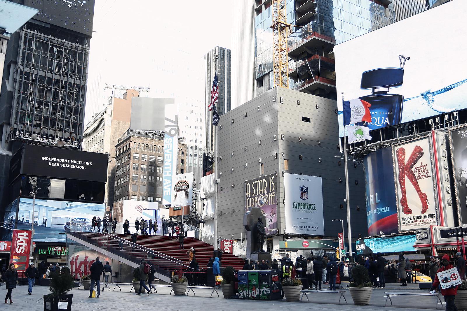 2043-timessquare-nyc-newyork-nyfw-newyorkfashionweek-newyorkcity-clothestoyouuu-elizabeeetht