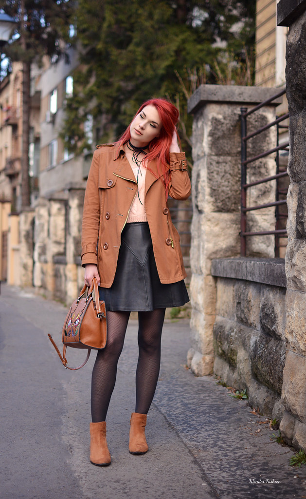 Styling a mini leather skirt-Looking a Fashion