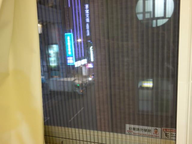 有紗窗,開窗不必擔心蚊蠅飛入@清翼居童話館,近台北車站的住宿選擇