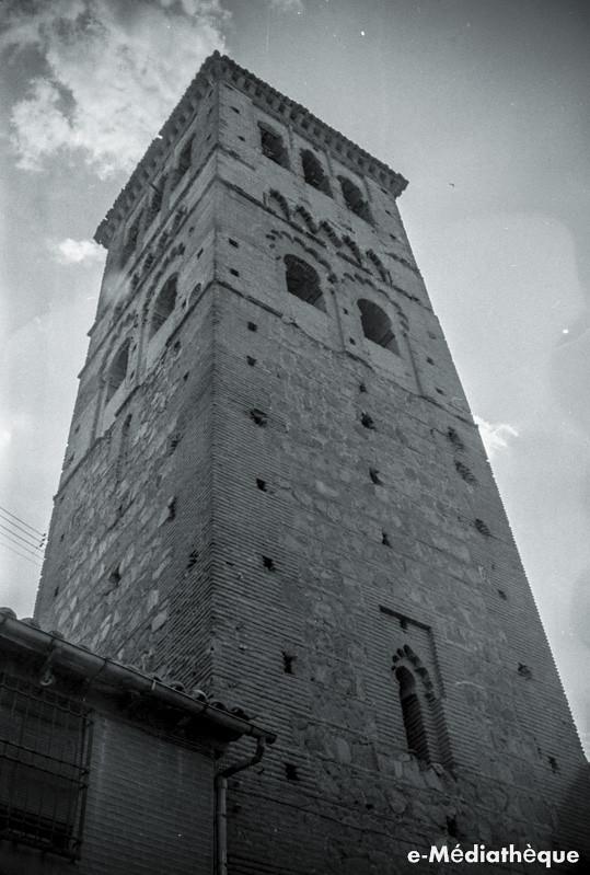 Torre de Santo Tomé en Toledo en agosto de 1965. Fotografía de Jacques Revault © e-Médiathèque | Médiathèque SHS de la Maison méditerranéenne des sciences de l'homme