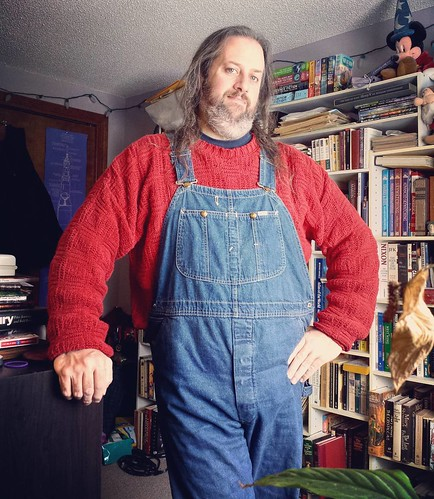 Day three of mini-vacation! (And I didn't wear overalls at all for the first two days. Weird, I know!) #ootd #overalls #vintage #Lee #bluedenim #dungarees #denim #sweater #redandblue