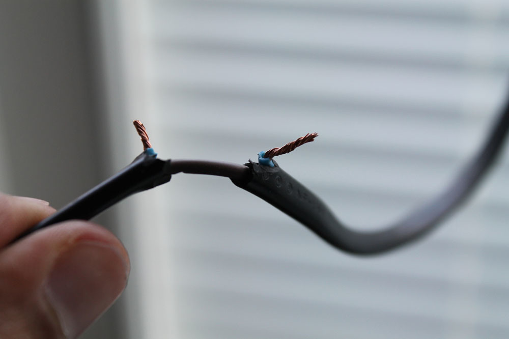 Step 3- Peel off the insulator from the broken wire | Flickr