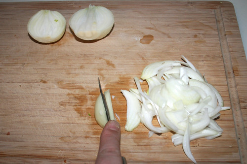 26 - Zwiebel in Spalten schneiden / Cut onion in cleaves