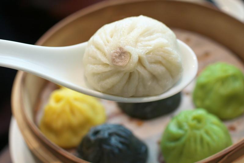 暁雲亭の雲呑麺と小籠包
