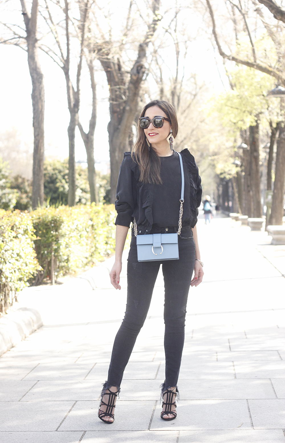 Black ruffled shirt black jeans uterqüe bag earrings sandals outfit style fashion céline sunnies spring10