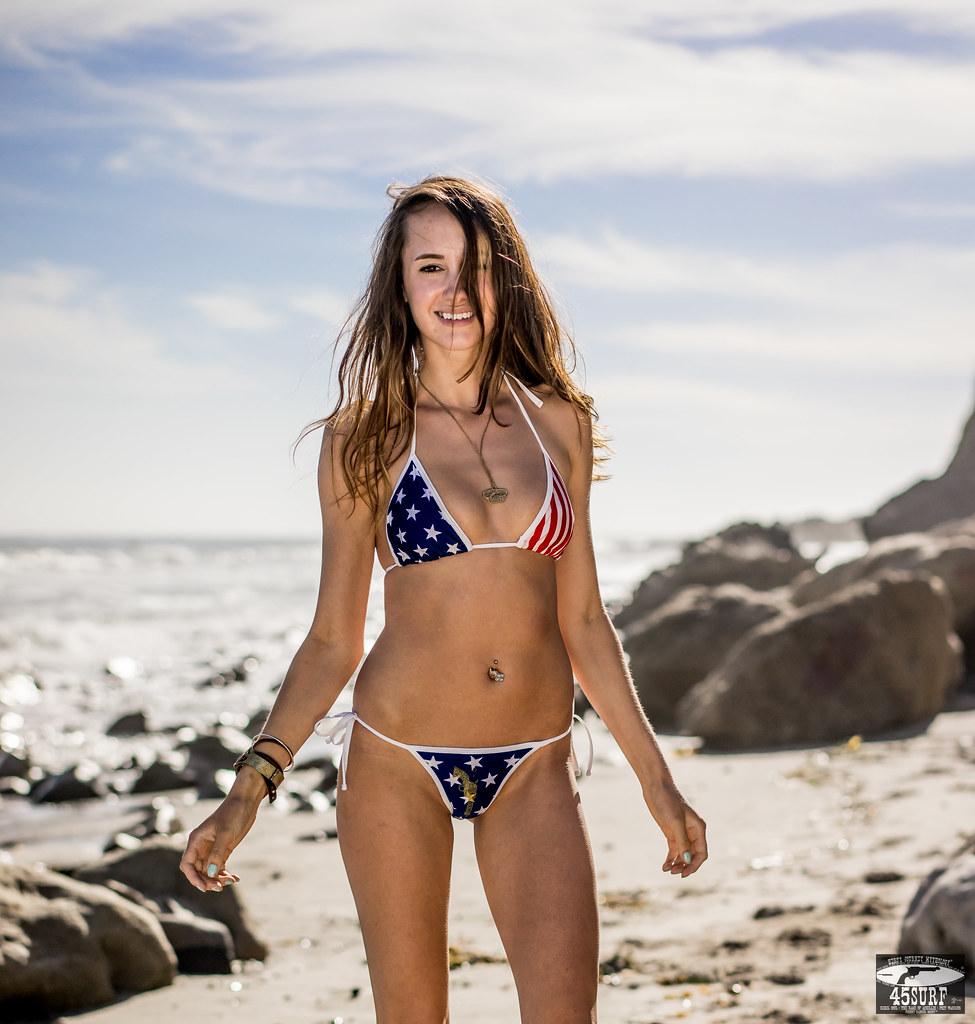 Brunnette in bikini — img 1