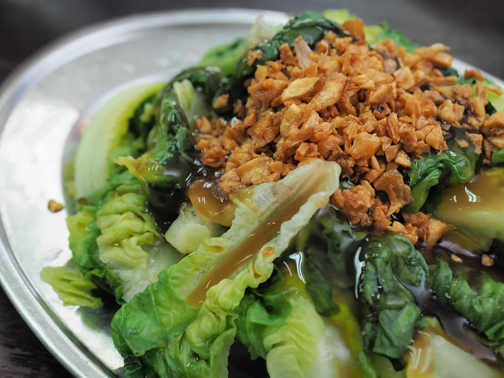 Steamed Yao Mak vegetable with fried garlic on top.