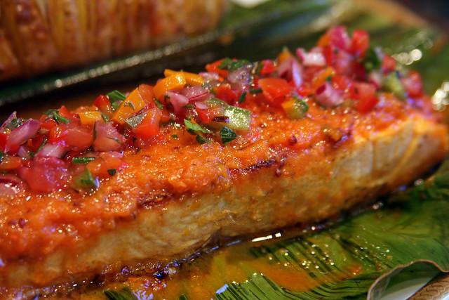 Salmon a la hoja de bananero con salsa de maracuya (42)