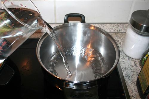 38 - Wasser für Reis aufsetzen / Bring water for rice to a boil
