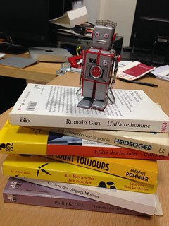 Robot lecteur (robot reading) | by ActuaLitté