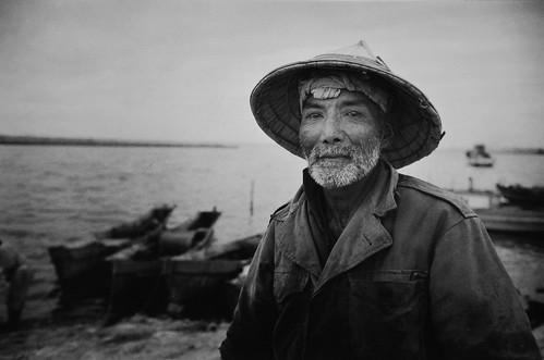 井上孝治|1959年(昭和34年)1月 沖縄・糸満漁港 ©井上孝治写真館