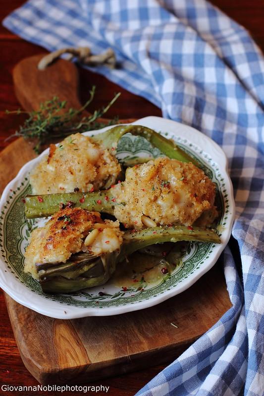 Ricetta dei carciofi sardi farciti con provolone dolce, pinoli, timo, aglio e pepe