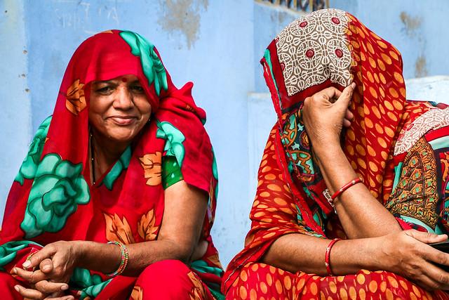 Women in coloeful clothes, Jodhpur, India ジョードプル カラフルな衣装の女性たち