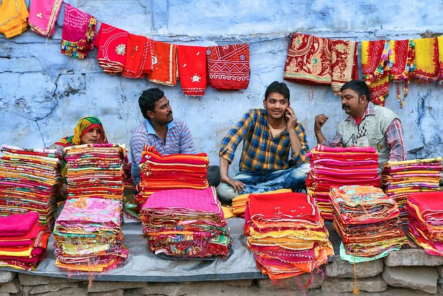 Outdoor colorful fabric shop, Jodhpur, India ジョードプル カラフルな布を売る露店