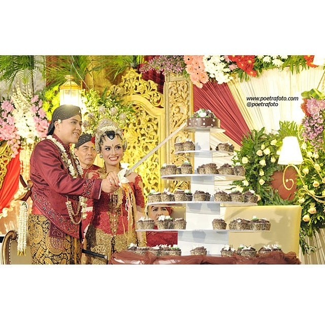 Ditarestu wedding decoration cake photo ceremony jo flickr ditarestu wedding decoration cake photo ceremony jogja junglespirit Choice Image