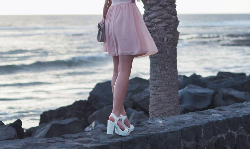 heels-valkoiset-korot-meri-teneriffa
