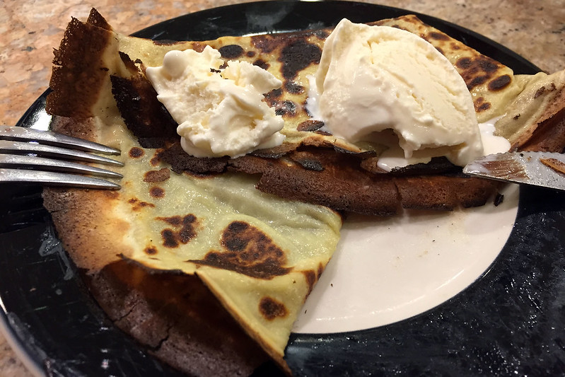 Crepe with nutella and ice cream