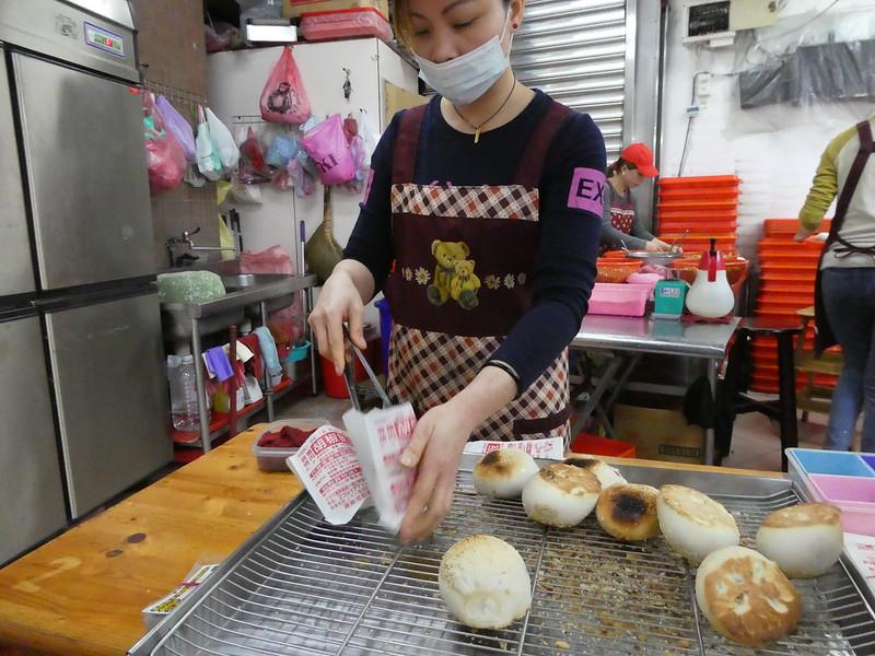 Street food vendor selling black pepper beef buns, Taipei