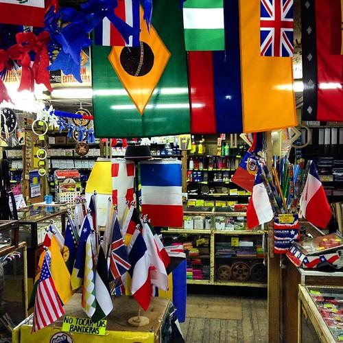 Paraíso vexilológico en Rosas 1138 #Santiago #flags #banderas