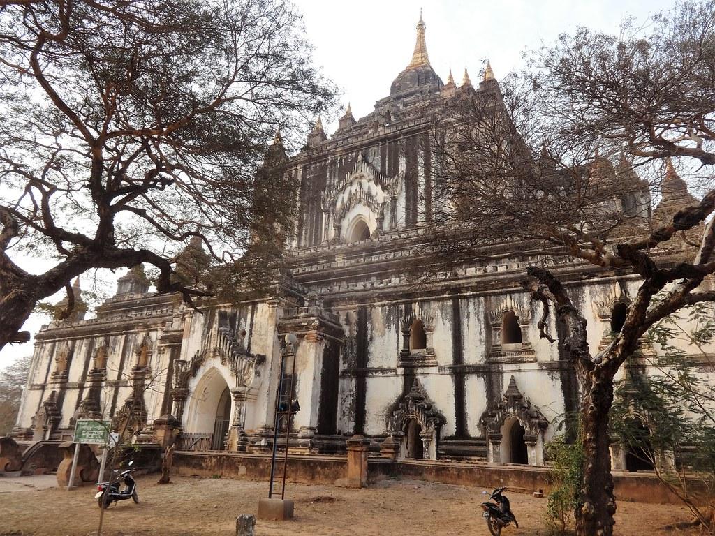 Thatbuinnyu Phaya in Bagan