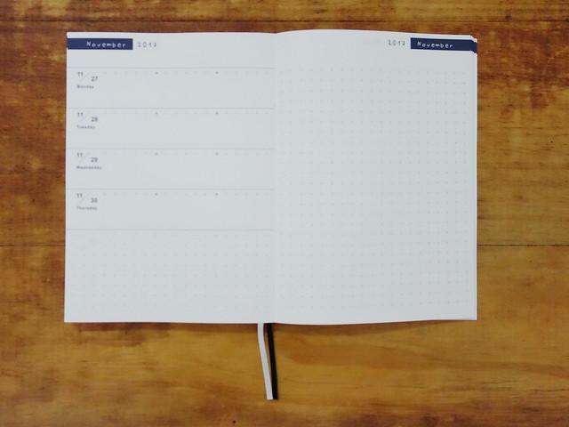 可能是為了讓每個月都能獨立參考拉頁內容,所以到月底也不會出現下一個月的日期@W2Design 好聰明2017拉頁時效週記手帳