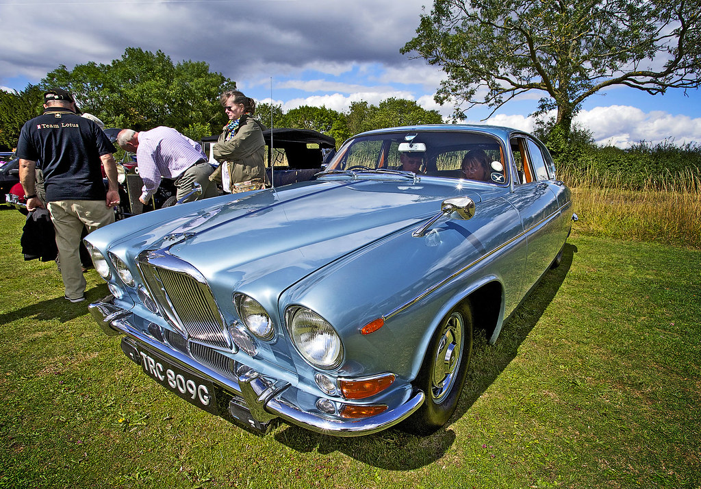 1969 jaguar 420g at tewin show super car in lovely colour flickr 1969 jaguar 420g at tewin show by rich saunders freerunsca Choice Image