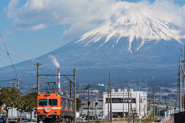 富士山と岳南電車を撮る・2