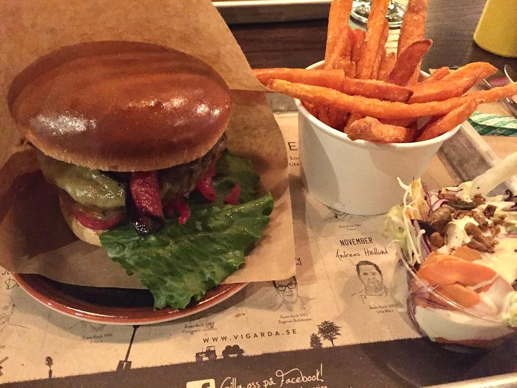 AW på Vigårda och The Market på Scandic Continental - cheese and bacon burger