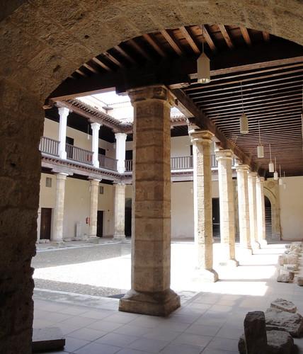 Patio del palacio de los vivero valladolid en ste for Viveros valladolid