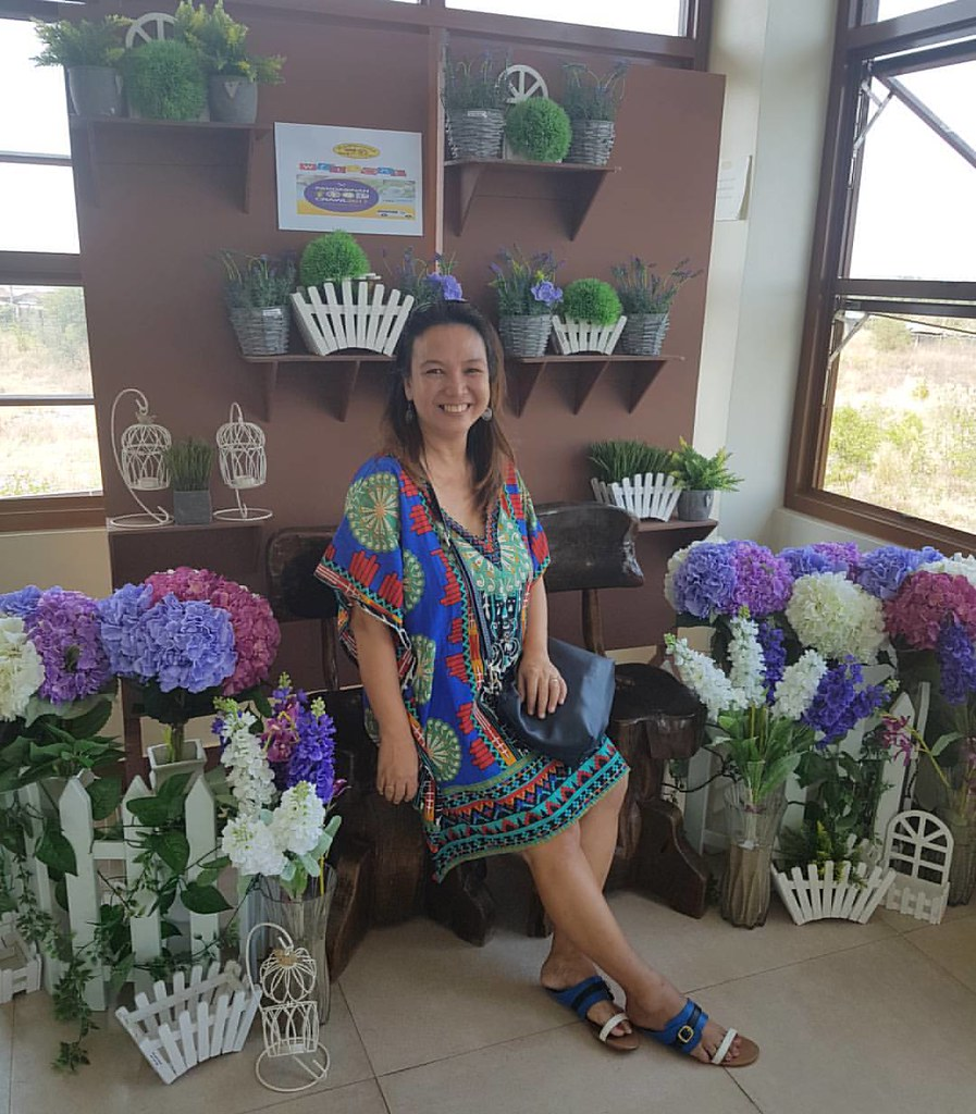 Their flower iinterior matches to my outfit. #RoadTripToPangasinan #Travel #FoodieTraveller
