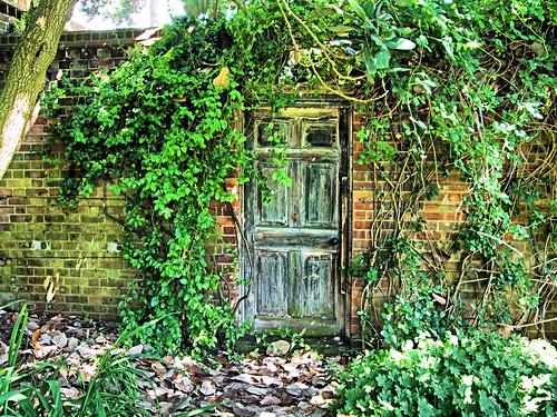 The Door Into The Secret Garden In Kew Gardens - London ...