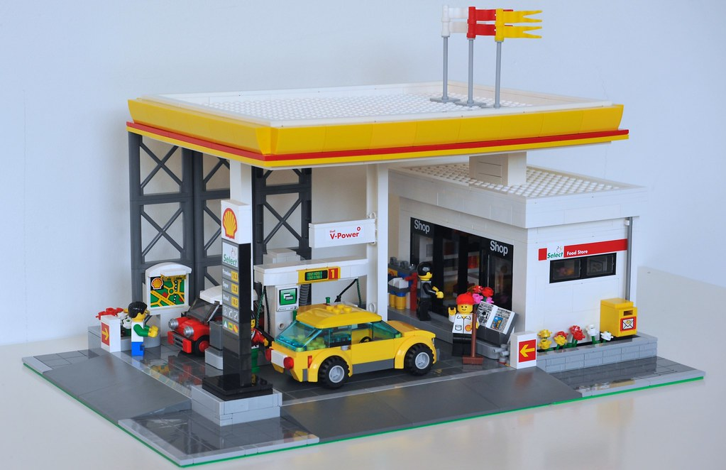 LEGO Shell Gas Station MOC_001 | The gas station is 32 x 48 … | Flickr