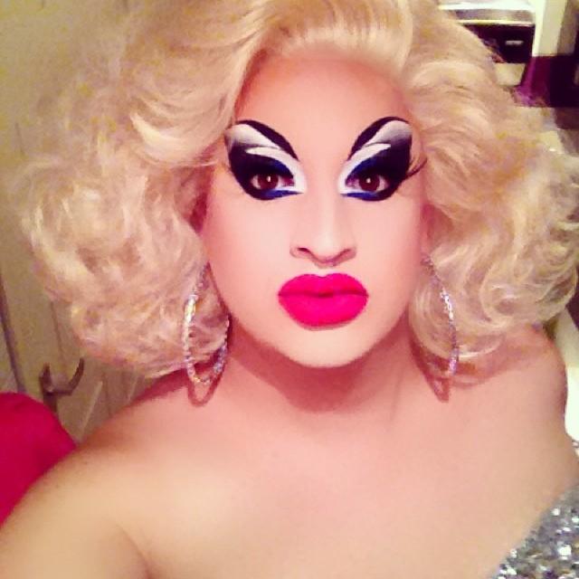 Drag queen kik