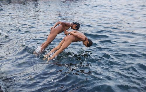 Galata'da Denize Giren Çocuklar