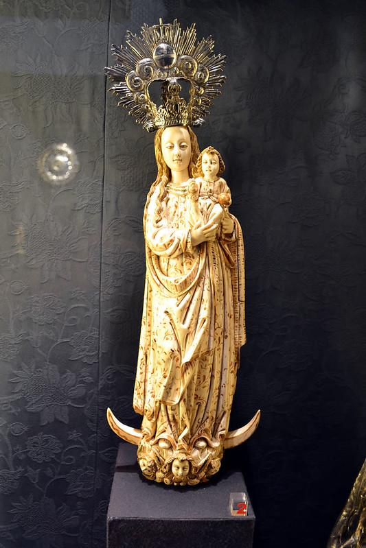 Una Virgen de marfil procedente de Filipinas.
