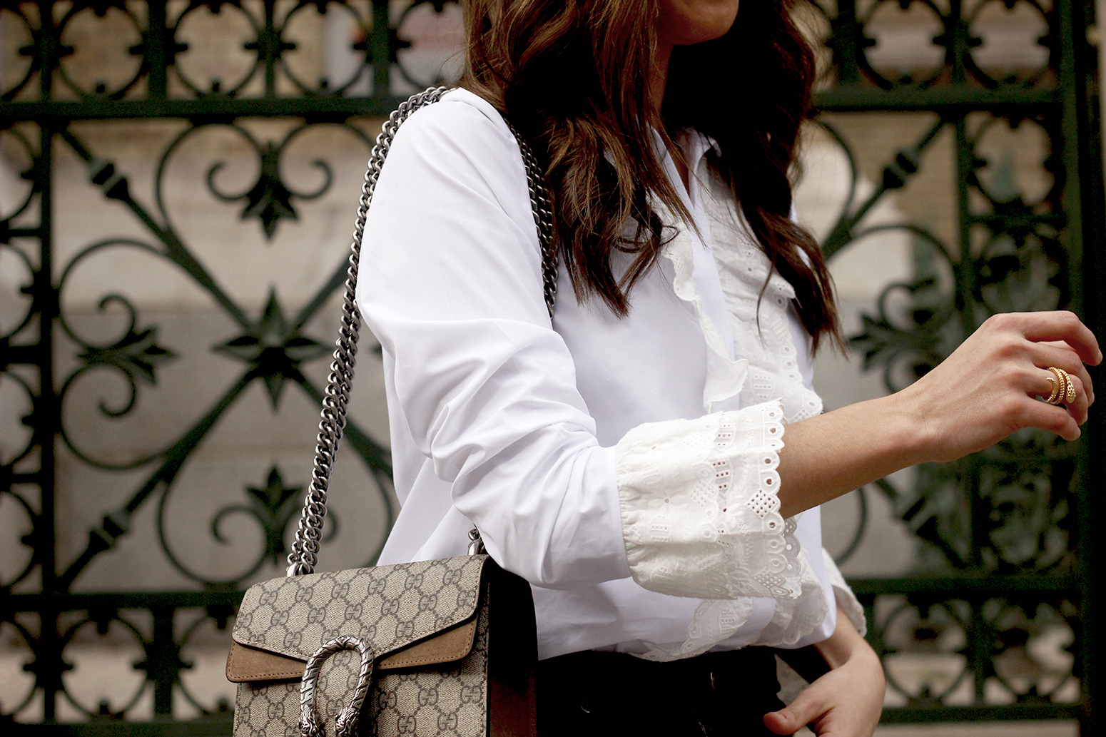 White ruffled shirt pink heels black jeans uterqüe gucci bag céline outfit style13