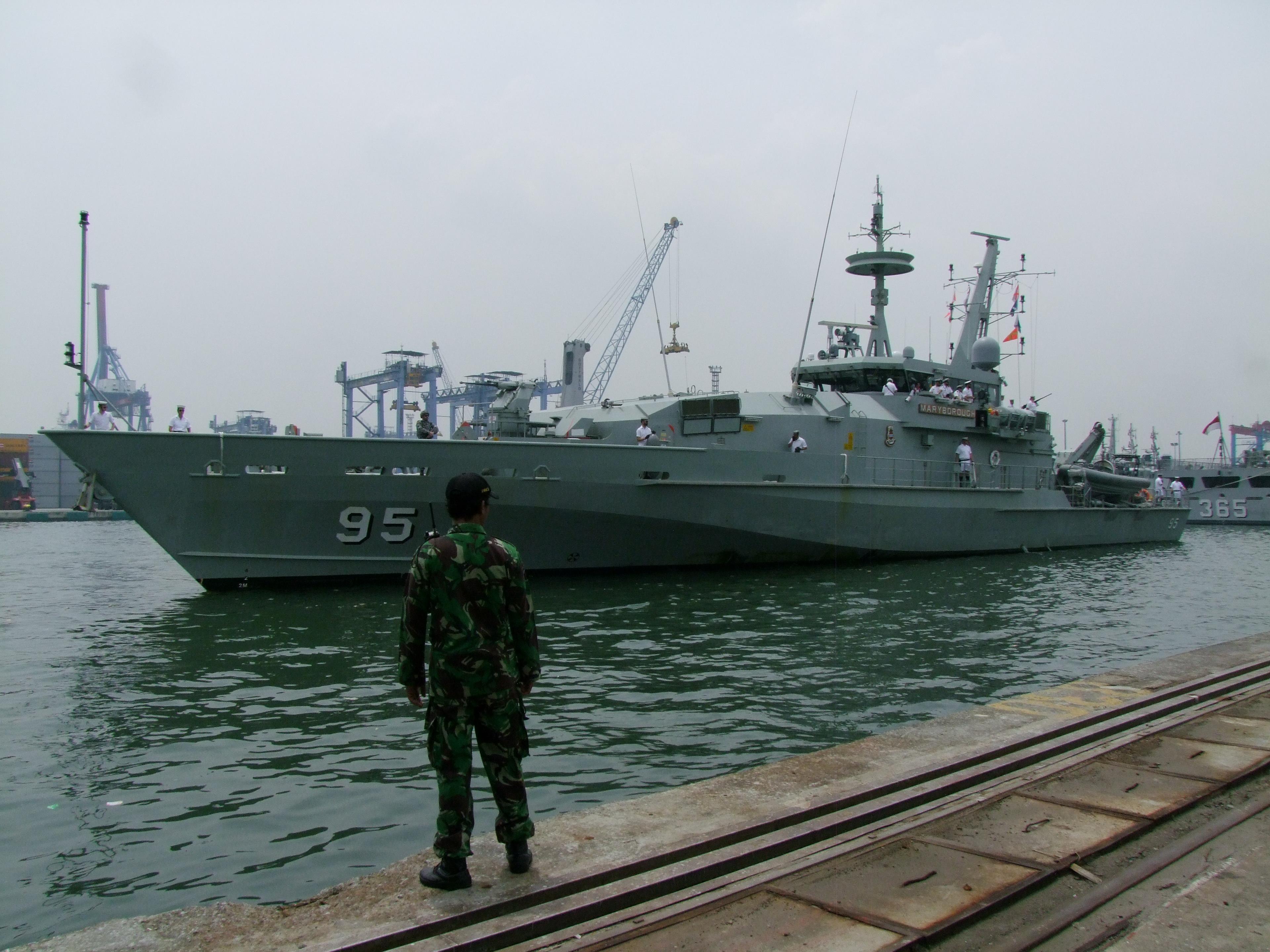 Australian Navy - Marine Australienne - Page 5 33003027042_8ecc8d5ba2_o