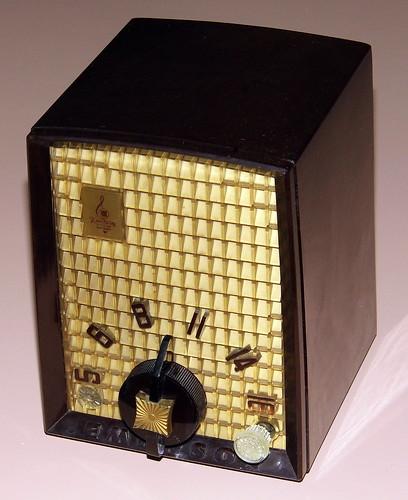 vintage emerson table radio model 706b am band 5 vacuum. Black Bedroom Furniture Sets. Home Design Ideas