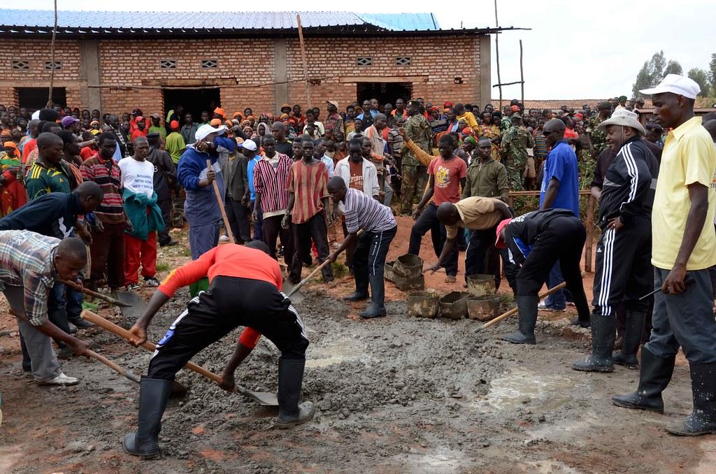 Travaux communautaire de pavage du bureau de la zone mubugu flickr