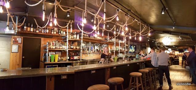 Pour House Pub and Kitchen bar