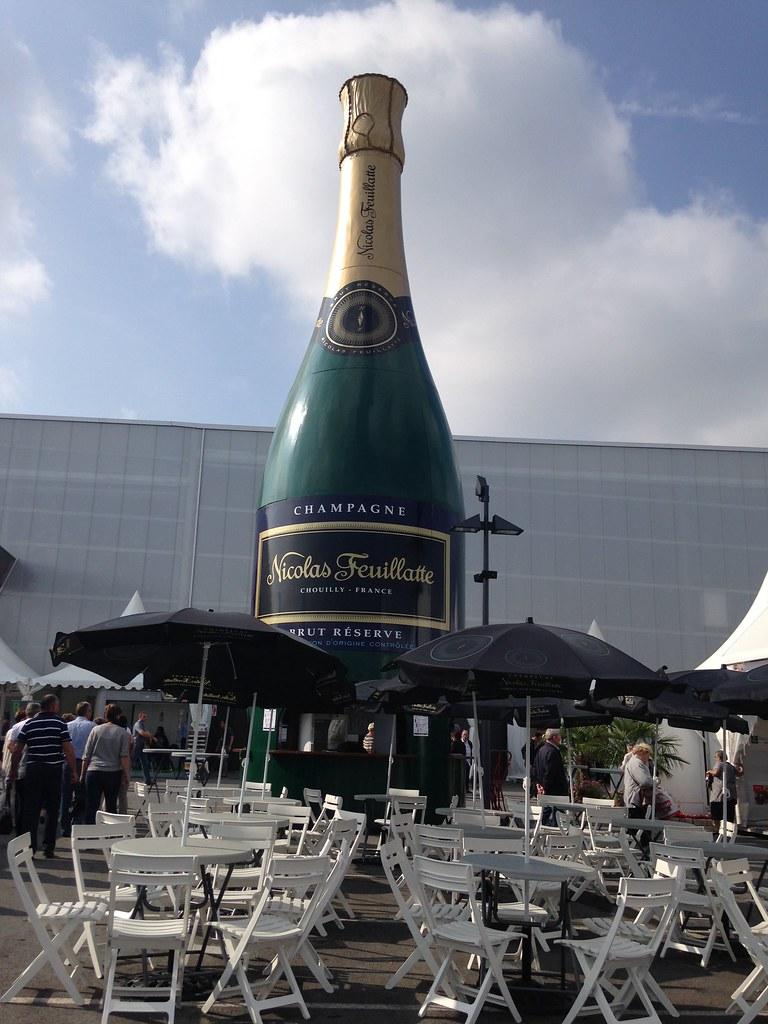 La Toute Nouvelle Mega Bouteille De Champagne Symbole D Flickr