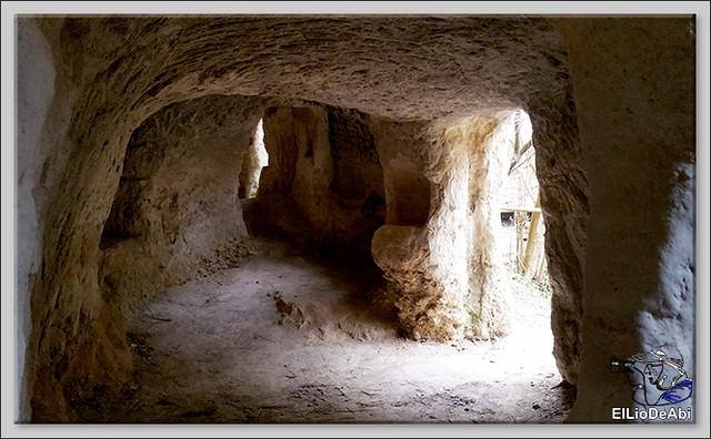 Descubrir las Cuevas de los Portugueses 1