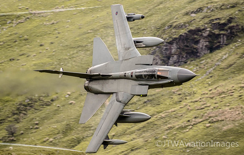 RAF Panavia Tornado GR4 turns for Cad West | by JTW Aviation Images