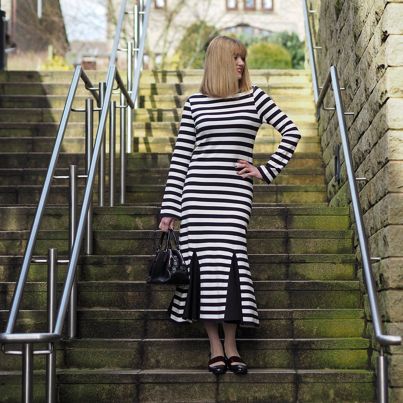 Over 40 fashion blogger Liz (What Lizzy Loves) in Finery London SS17